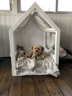 Home made dog bed Diy dog bed Big Dog Beds, Puppy Beds, Dog Beds For Small Dogs, Pet Beds, Dog Room Decor, Dog Bedroom, Puppy Room, Dog Accesories, Pallet Dog Beds
