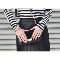 Buenos dias!! Detalles del post #OldSchool!! Feliz miercoles!! Good morning!! Details the look #OldSchool;!! Happy Wednesday! http://www.theprincessinblack.com #fashionblog #lookoftheday #lookbook #outfit #itgirl #toppic #instagrampic #bestpic #streetstyle #beauty #happy #followme #havefun #instagramlikes #blogger #blog #blogmoda #glamour