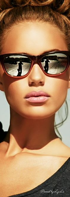 >>>Oakley Sunglasses OFF! >>>Visit>> Choose the Best Womens Oakley Sunglasses - Glam Bistro Sunglasses Online, Ray Ban Sunglasses, Sunglasses Women, Sunglasses Outlet, Mirrored Sunglasses, Katie Holmes, Valentino Rockstud, Kinds Of Shoes, Old Hollywood Glamour