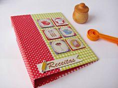 Fichário 1 - Este lindo fichário em cartonagem pode também ter outro estilo, para você anotar o que quiser, além de receitas (Foto: blogcasadaarte.com.br) http://www.artesanatopassoapassoja.com.br/fichario-em-cartonagem-passo-a-passo/