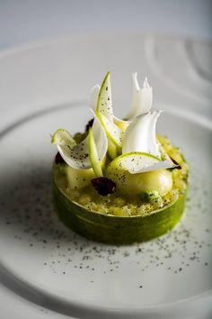 """Yann Couvreur  Restaurant """"La Scène Hôtel Prince De Galles"""" - tarte au pommes"""