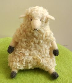もこもこのかわいい羊さんです。|ハンドメイド、手作り、手仕事品の通販・販売・購入ならCreema。