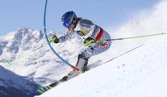 Slovenským lyžiarkam sa darilo v 1. kole sobotňajšieho slalomu na 44. MS v alpskom lyžovaní vo švajčiarskom St. Moritzi. Veronika Velez-Zuzulová sa usadila na treťom mieste so stratou 59 stotín sekundy na líderku Mikaelu Shiffrinovú z USA. Mount Everest, Monitor, Mountains, Usa, Travel, Viajes, Destinations, Traveling, Trips
