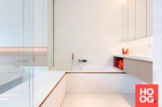 Villaproject Herk-de-Stad - Hoog ■ Exclusieve woon- en tuin inspiratie. Bathroom Design Inspiration, Future House, Villa, Bathtub, Interior Design, Bathrooms, Vancouver, Concept, Modern Houses