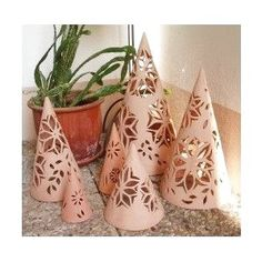 Adding pottery to your home décor is an innovative way of lighting it up and grabbing people's attention. As pottery is so diverse, incorporating it into your interior also offers the perfect oppor… Pottery Bowls, Ceramic Pottery, Pottery Art, Ceramic Art, Ceramic Christmas Decorations, Polymer Clay Christmas, Clay Vase, Pottery Techniques, Lantern Candle Holders