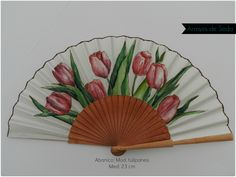 Abanico pintado a mano con acuarela.  Algodón de primera calidad y abedul pulido.  www.arroyosdeseda.com Painted Fan, Hand Painted, Hand Held Fan, Hand Fans, Stained Glass Mirror, Classic Paintings, Embroidery Designs, Shapes, Watercolor