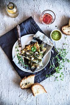 Frittata con asparagi, spinacini, cipollotti e fiori di zucca