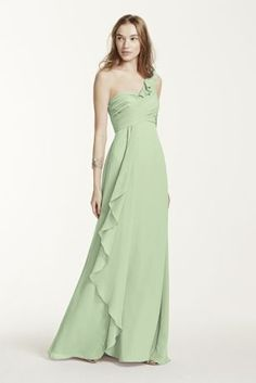 This long chiffon bridesmaid dress is designed for bridesmaids who love to  dance. The playful 460bdb739237