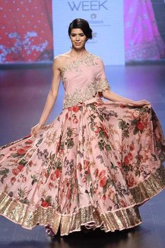 Anushree Reddy at Lakmé Fashion Week winter/festive 2016 Lakme Fashion Week, India Fashion, Ethnic Fashion, Asian Fashion, Fashion Edgy, Lehenga Designs, Indian Dresses, Indian Outfits, Western Outfits