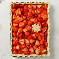 Up your dessert game with this yummy Strawberry Sheet Pan Pie Kid Desserts, Delicious Desserts, Yummy Food, Baking Recipes, Cake Recipes, Dessert Recipes, Recipes Dinner, Strawberry Pie, Strawberry Recipes