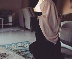 Hijab is an act of worship as Islam orders it and forbids discarding it in the Quran and Sunnah. Hijab Niqab, Mode Hijab, Hijab Outfit, Muslim Fashion, Modest Fashion, Hijab Fashion, Fashion Muslimah, Beautiful Muslim Women, Beautiful Hijab
