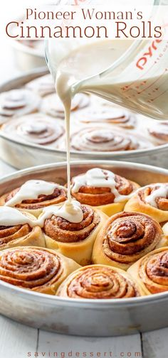 Pioneer Woman's Cinnamon Rolls with Maple Frosting This delicious recipe makes a bunch of soft, tender, buttery sweet rolls so feel free to share with family and friends! Pioneer Woman Cinnamon Rolls, Best Cinnamon Rolls, Homemade Cinnamon Rolls, Best Cinnamon Roll Recipe, Homemade Breads, Baking Recipes, Dessert Recipes, Maple Frosting, Cinnamon Roll Frosting