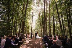 Heiraten inmitten der Bäume in der Nähe von Graz. Standesamtlich oder zeremoniell. Im kleinsten Kreis oder mit all euren Liebsten. Sag ja! Forest Wedding, Wedding Locations, Perfect Wedding, Woodland, Sag Ja, Couple Photos, Outdoor, Graz, Getting Married