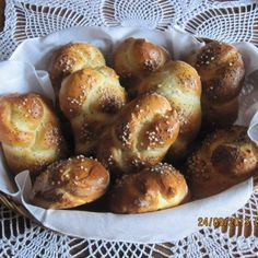Recipe Houstičky by Jaroslava Fortelkova, learn to make this recipe easily in your kitchen machine and discover other Thermomix recipes in Chléb a rohlíky. My Favorite Food, Favorite Recipes, My Favorite Things, Kitchen Machine, Pretzel Bites, Menu, Bread, Thermomix, Menu Board Design