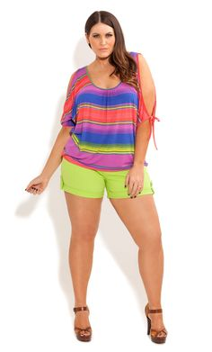City Chic - CUTE CUFF SHORT SHORT - Women's plus size clothing I'd need longer shorts!  Not that confident yet but love the top! Trendy Plus Size, Plus Size Girls, Plus Size Tops, Plus Size Women, Plus Size Fashion For Women, Plus Fashion, Fashion Designer, Curvy Girl Fashion, City Chic