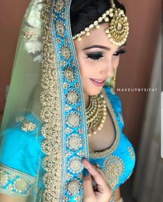 Fulfill a Wedding Tradition with Estate Bridal Jewelry Indian Bridal Outfits, Indian Bridal Makeup, Indian Bridal Fashion, Asian Bridal, Indian Dresses, Bridal Dresses, Bridal Makup, Bridal Looks, Bridal Style
