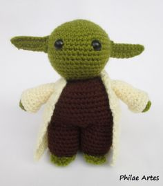 So to make a Master Yoda you want? Presenting Philae's interpretation of this iconic character, amigurumi style! We already made a smaller, free Yoda pattern here in the blog, you may want to…