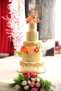 Grand and Gorgeous !  by Signature Cake By Shweta - http://cakesdecor.com/cakes/274543-grand-and-gorgeous