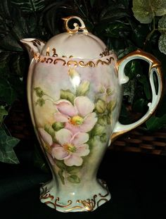 Gorgeous Limoges Chocolate Pot with Wild Pink Roses & Heavy Gold : All Things Love-lee Chocolate Pots, Chocolate Coffee, Vintage Dishes, Vintage Teapots, Tea Pot Set, Tea Art, My Cup Of Tea, China Patterns, Vintage Coffee