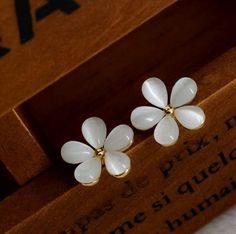 Pendientes Flores blancas ópalos--White Flowers Opals