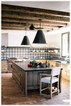 a bright modenr Spanish kitchen with wooden beams, a printed tile backsplash, pendant lamps and a heavy wooden kitchen island Spanish Style Decor, Spanish Style Homes, Farmhouse Kitchen Decor, Kitchen Modern, Spanish Kitchen, Boho Kitchen, Wooden Kitchen, Country Kitchen, Kitchen Interior