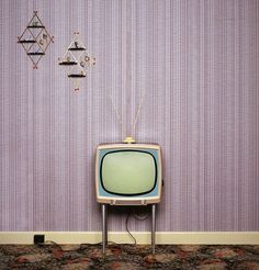 If you prefer to attain that vintage style look in your house, then vintage wallpaper is among the most essential areas for you to think about. So long as antique wallpaper types are involved, they are genuinely unlimited. Wallpaper Decor, Retro Wallpaper, Daphne Blake, Tv Sets, Tv Station, Retro Aesthetic, Old Tv, All The Colors, Aesthetic Wallpapers