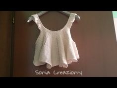 Top Crop all'uncinetto - YouTube Diy Crop Top, Crop Top With Jeans, Cute Crop Tops, Crochet Blouse, Knit Crochet, Plain White Crop Top, Hipster Looks, Crochet Summer Tops, Crochet Videos
