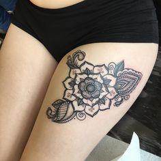 Yorkshire rose mandala on rosa. Cute Thigh Tattoos, Ankle Tattoo, Leg Tattoos, Tribal Tattoos, Tattoos For Guys, Tattoos For Women, Tattoo Thigh, Tudor Rose Tattoos, White Rose Tattoos