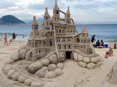 1.000.000 di immagini dal mondo: Sareste capaci di fare un castello di sabbia così?...
