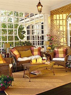 .OH MYGOODNESS!!! how pretty is this????? I love the windows and the color scheme :)