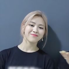 Role Player, K Beauty, Mamamoo, Funny Faces, Pink Hair, Kpop Girls, Girl Crushes, Guys, Random