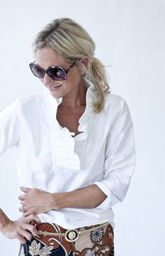 Devon Baer Signature Ruffle Tunic The perfect white silk shantung shirt with a twist. Great with jeans, cropped black pants, a pretty skirt. Diy Fashion, Fashion Outfits, Ladies Fashion, Spring Summer Fashion, Autumn Fashion, Preppy Style, My Style, Black Cropped Pants, Professional Outfits