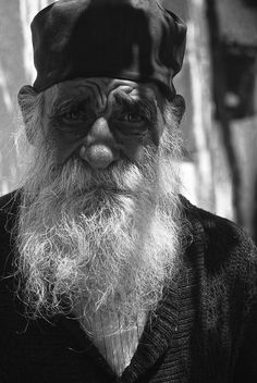Monk in Kefalonia island Portrait Photography Men, Different Media, Head Shots, Black And White Portraits, Places To See, Beautiful Pictures, Greek, Artsy, Drawing