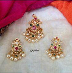 Gold Jhumka Earrings, Indian Jewelry Earrings, Jewelry Design Earrings, Gold Earrings Designs, Gold Jewellery Design, Bead Jewellery, Necklace Designs, Gold Jewelry, Beaded Jewelry