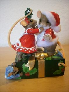 "Hamilton Collection Charming Tails ""Merry Kiss-mas"" Figurine"