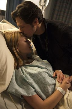 Jack (Nick Wechsler) gives Emily (Emily VanCamp) a get-well kiss.