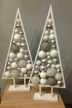 31 Indoor Woodworking Projects to Do This Winter Amazing Chr. - 31 Indoor Woodworking Projects to Do This Winter Amazing Christmas Tree Proje - Wooden Christmas Decorations, Christmas Wood, Christmas Projects, Christmas Tree Ornaments, Christmas Holidays, Xmas Tree, Easy Decorations, Holiday Decor, How To Make Christmas Tree