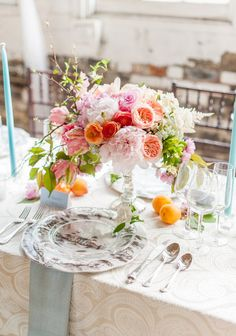 La Tavola Fine Linen Rental: Trouseau Ivory | Photography: Justin and Mary