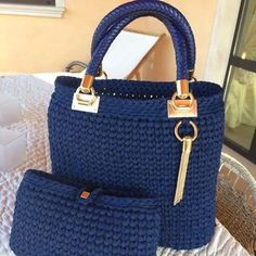 Discover thousands of images about Cesta o Bolso a Crochet FETTUCCIA paso a paso Crotchet Bags, Knitted Bags, Crochet Handbags, Crochet Purses, Diy Crochet, Crochet Crafts, Diy Sac, Yarn Bag, Beautiful Handbags