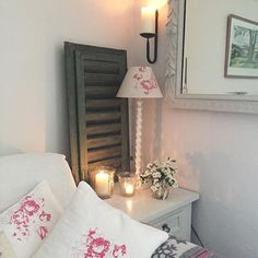 Buongiorno e buona settimana a tutti…  Oggi vi porto a dare una sbirciatina nello splendido cottage di Carol, amante dello stile scandina...