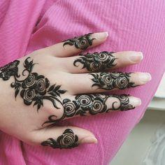 Mehndi Tattoo, Henna Mehndi, Mehendi, Unique Mehndi Designs, Beautiful Henna Designs, Mehndi Design Pictures, Mehndi Images, Finger Mehndi Style, Rose Henna