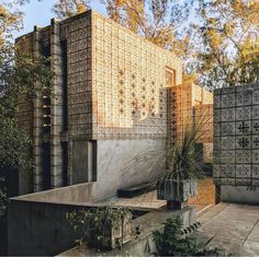 Murder in the Blueprints of Frank Lloyd Wright Frank Loyd Wright Houses, Famous Architects, Environment Design, Art And Architecture, Neoclassical Architecture, Sustainable Architecture, Residential Architecture, Contemporary Architecture, Les Oeuvres