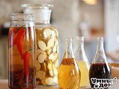 Рецепты приготовления настоек Создание настоек - цветных, ароматных, неповторимых - исконно русское развлечение. Используйте осенние ягоды и специи для домашних настоек, которые зимой спасут вас и от простуды, и от сезонной скуки! ХРЕНОВУХА На 2,5 л: 180 г свежего корня хрена 150 г меда 2,7 л водки 1. Корень хрена хорошенько вымойте щеткой, сняв все загрязнения. Подрежьте с двух концов и нарежьте поперек довольно толстыми (около 1 см) кружочками. 2. Выложите в бутыли и банки куски хрена,…