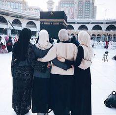 In shaa Allah 💞 Muslim Girls, Muslim Couples, Muslim Women, Niqab Fashion, Muslim Fashion, Modele Hijab, Hijab Cartoon, Muslim Beauty, Islamic Girl