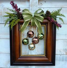 60 DIY Picture Frame Christmas Wreath Ideas that totally fits your Budget - Hike n Dip Here are the best Picture Frame Christmas Wreath Ideas. These unique Christmas Wreaths made using old Picture Frame are cheap & budget-friendly decor Ideas. Picture Frame Wreath, Christmas Picture Frames, Picture Frame Crafts, Old Picture Frames, Decorated Picture Frames, Picture Frame Ornaments, Christmas Pictures, Christmas Projects, Holiday Crafts