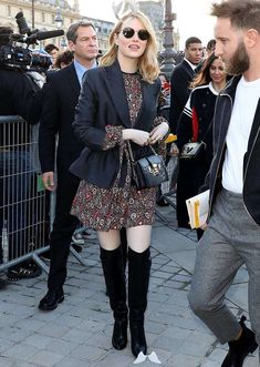 4 Emma Stone Outfits That Are So Easy to Copy emma stone wearing a dress blazer and over the knee boots<br> Yes, Emma Stone is a fabulous actress (she didn't win that Oscar for nothing), but today we're focusing on her fashion sense, which is laid-back, comfortable and effortlessly chic. Here are four Emma-approved outfits we're copying this season. RELATED: 5 Jennifer Garner...
