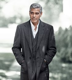 Hollywood actor George Clooney handsome movie photos wallpapers style gorgeous man stunning looks Business Casual Dresscode, Business Casual Dresses, Mens Fashion Sweaters, Mens Fashion Suits, Man Fashion, George Clooney, Amal Clooney, Dress Code Casual, Tips Fitness