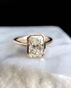 Pretty radiant cut diamond ring set in yellow gold. #Diamondweddingring
