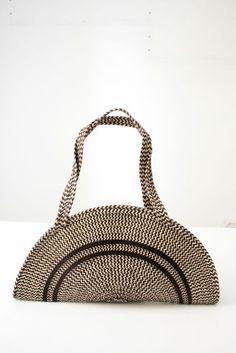Bolso hecho a mano con caña flecha  Handmade bag with cane arrow