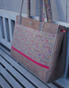 a bag to inspire, gussets have eyelets where ribbons can be inserted (or not)